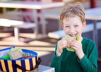 Idei de mâncăruri cu pui pentru pacheţelul celor mici