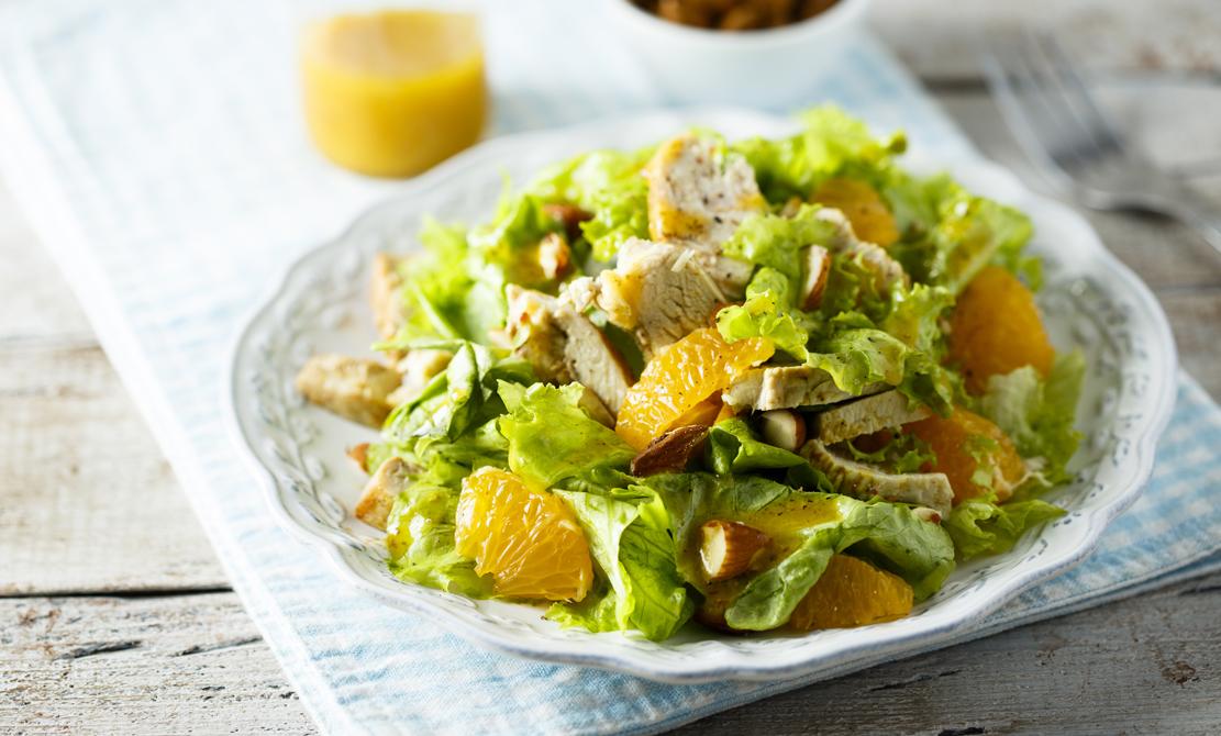 Salată din piept de pui bio cu sos de portocală