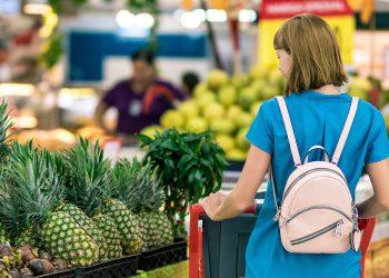 Cum să economiseşti bani când cumperi mâncare