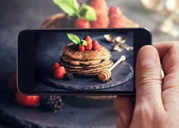 Cum ne influențează deciziile #mâncarea de pe rețelele sociale