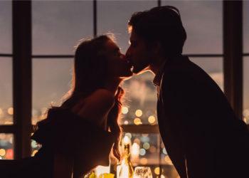 Cum să pregătești o cină romantică la tine acasă