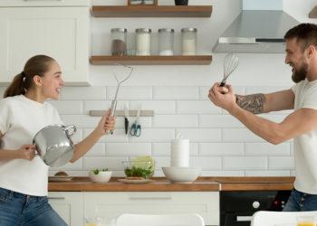 Cui îi revine responsabilitatea gătitului în familie