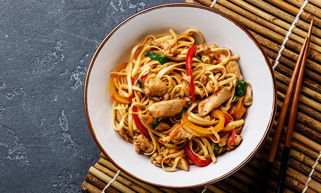 01 Pui Cu Noodles Chinezești Și Legume