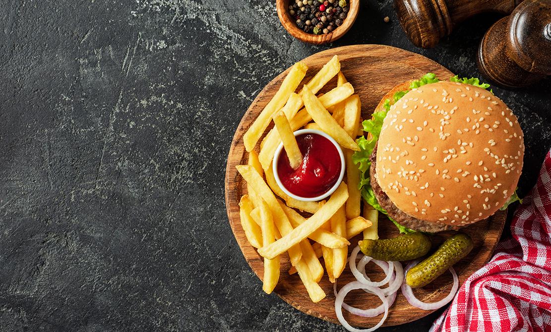 01 Burger Cu Ceapa Caramelizata Si Branza Cheddar